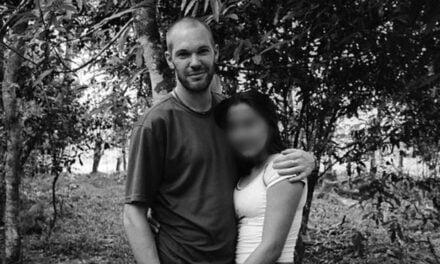 El fotógrafo británico que viajó a Colombia a cubrir el conflicto armado y se enamoró de una «asesina»