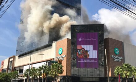 Fuego en plaza Downtown Center