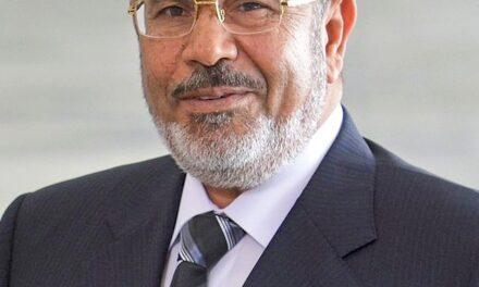 Muere en plena sesión de juicio el expresidente egipcio Mohammed Morsi