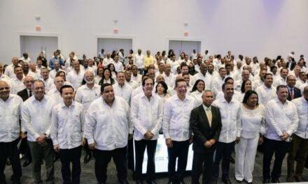 Presidente Medina amplia vigencia de comisión presidencial para la reforma municipal hasta el 2020