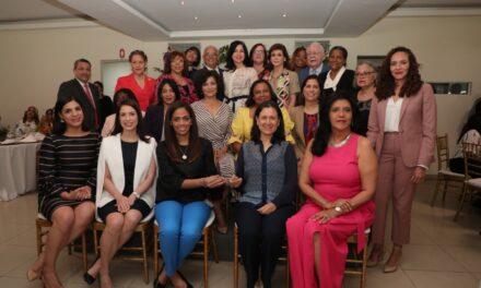 Comisión Nacional de Energía reconoce aportes de la mujer al sector eléctrico