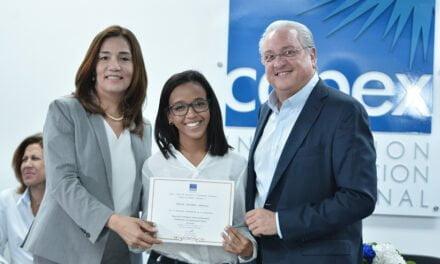 Capex gradúa a 160 jóvenes en tecnología