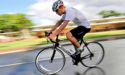 Ciclista cubano aspira a récord Guinness por pedalear con los ojos vendados