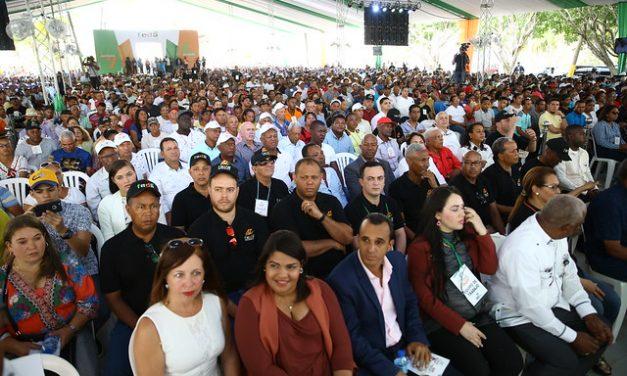 Productores beneficiados con Visitas Sorpresa reconocen a presidente Danilo Medina, en 47 aniversario FEDA