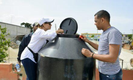 Personal Ministerio de la Presidencia y del 9-1-1 realizan labores de prevención del dengue en Ciudad Juan Bosch y zonas aledañas