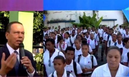 Ministro compromete su apoyo a estudiantes de la Escuela para Sordos