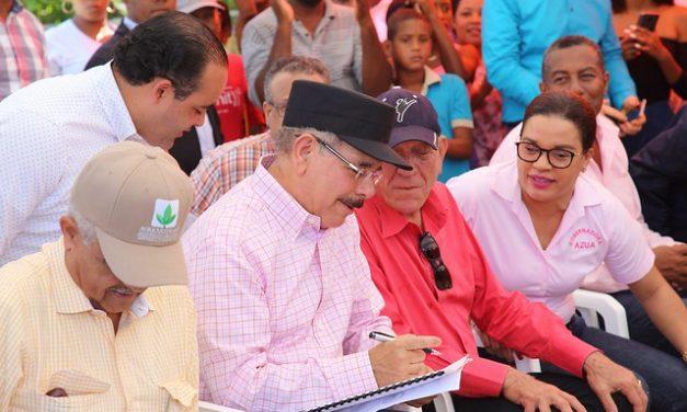 Visita Sorpresa de Danilo Medina aumentará ingresos y poder de consumo de 107 parceleros de Azua, a través de fomento de 5 mil tareas