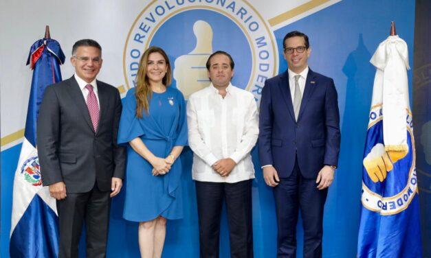 PRM recibe ejecutivos del CONEP y analizan temas electorales