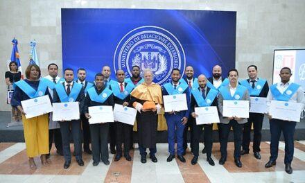 Minerd gradúa a 88 empleados enNext International Business School