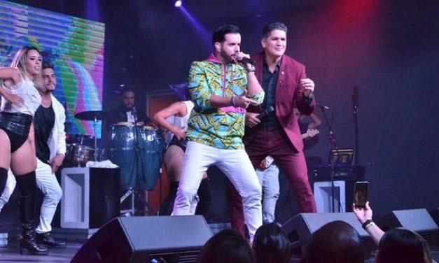 Manny Cruz rinde honor a familia y amigos durante su concierto