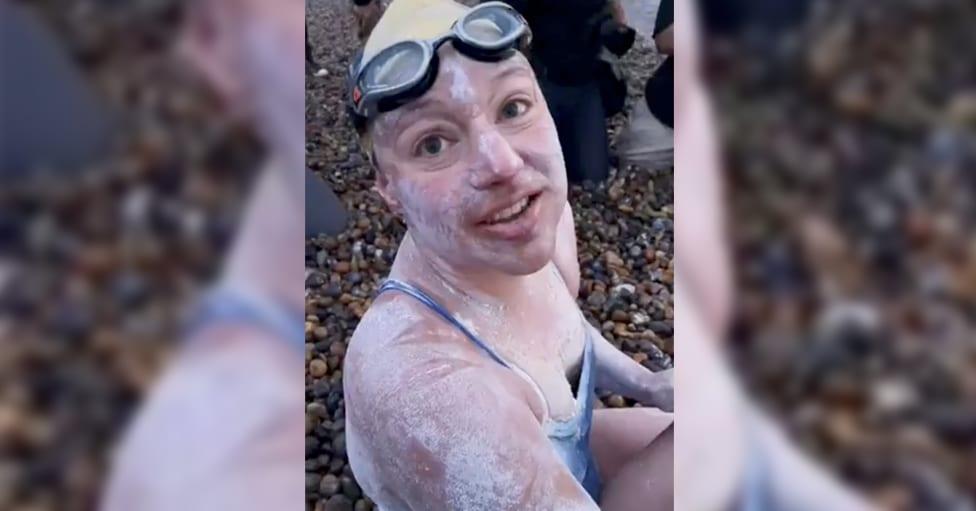 Sarah Thomas, la sobreviviente de cáncer que cruzó a nado el canal de la Mancha 4 veces sin parar