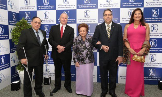 AES Dominicana recibe reconocimiento por obra social ejecutada desde su fundación