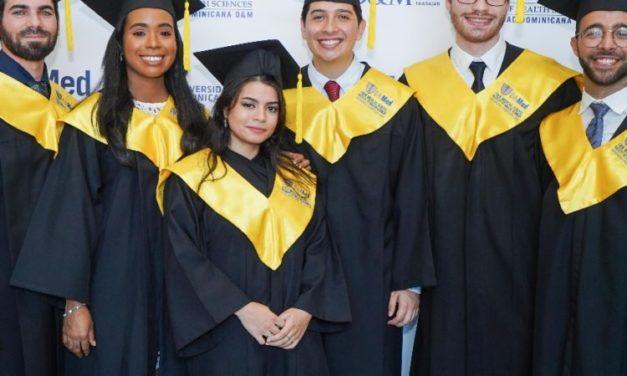 La Universidad O&M gradúa primera promoción médica