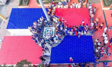 Inauguran plaza de la bandera en Haina