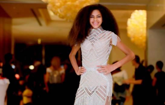 Modelo dominicana con trastorno neurodegerativo adorna las pasarelas de Dubái