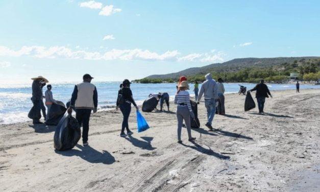 Colaboradores del INFOTEP participan en jornada de limpieza de playas