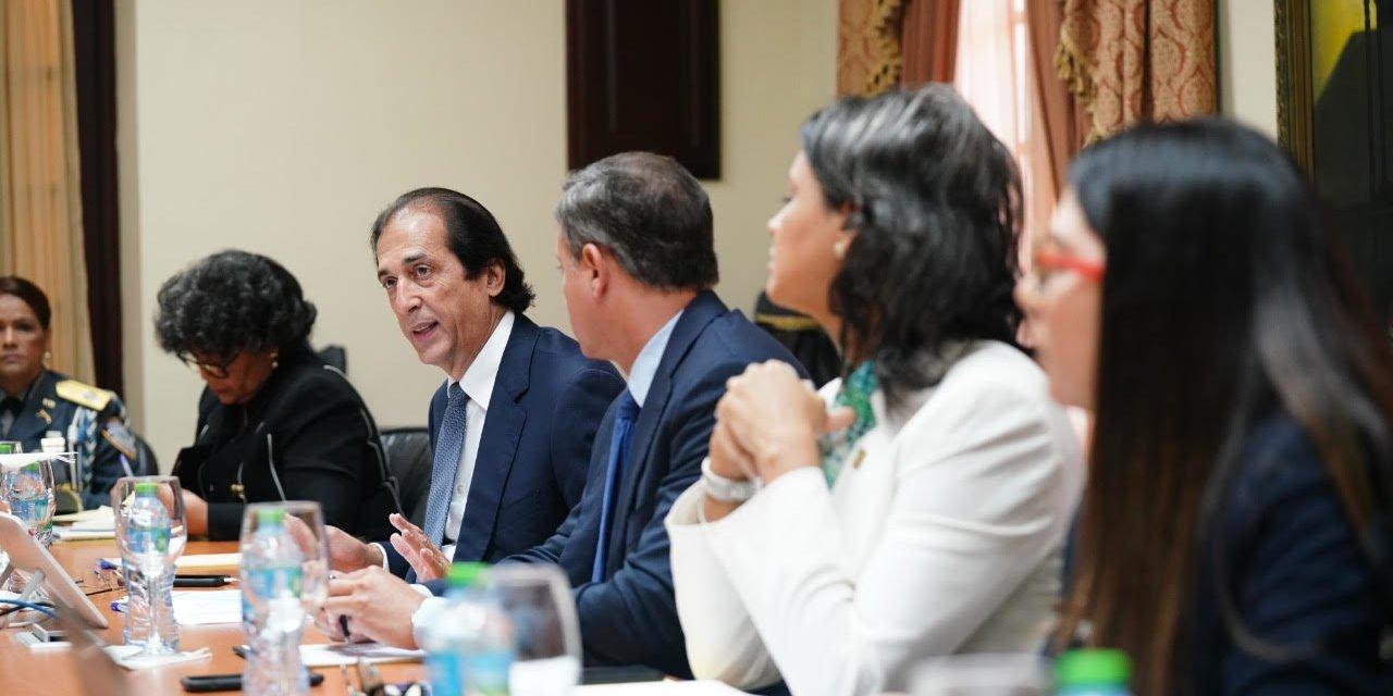 Ministro Montalvo acompaña elaboración de propuesta integral para enfrentar la violencia contra la mujer
