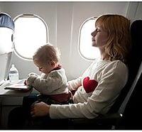 ¿Sabes cuál es el mejor asiento del avión para un bebé?