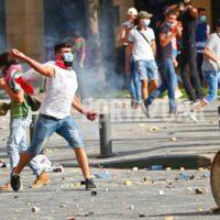 Enfrentamientos entre manifestantes y Policía frente al Parlamento de Beirut