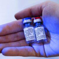 Creadores de la vacuna rusa Sputnik V proponen una combinación con la de AstraZeneca para impulsar la eficacia