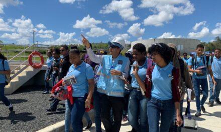 Autoridades y estudiantes del Liceo CAASD conocen avances Planta de Tratamiento Mirador Norte